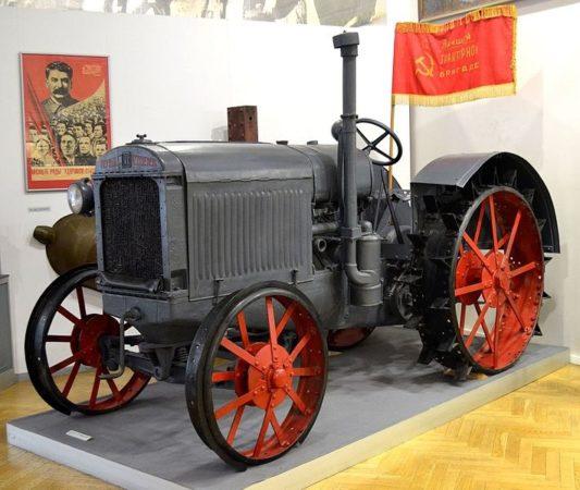 Первый трактор Волгоградского тракторного завода — СТЗ-1