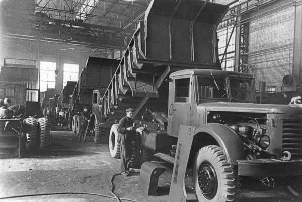 Об истории завода и о двигателях-предшественниках ЯМЗ-238