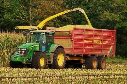 otzyvy-vladelcev-traktorov-johndeere-7830