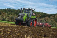 «Кузница»: премьера новых гусеничных тракторов на АГРОСАЛОН!