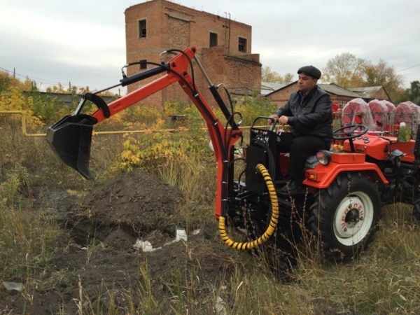 Навесной мини-экскаватор для мини-тракторов (от 22-х л.с.) Landformer 200