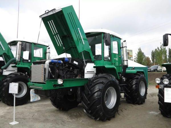 О компании-производителе тракторов данной модели