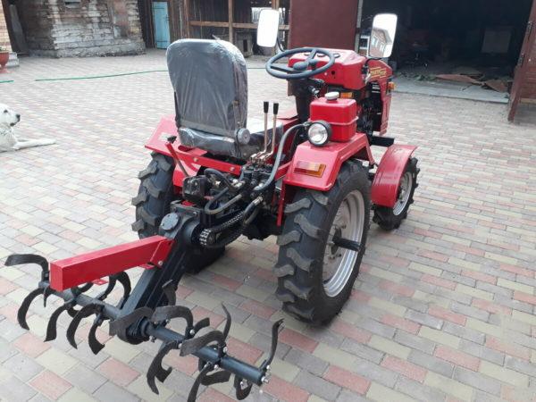 Фреза трактора и прочее (уже за дополнительную плату) навесное оборудование