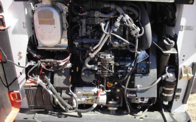 Двигатель Bobcat S650