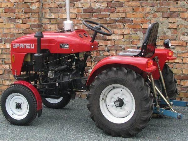 Отзывы: что говорят владельцы мини-тракторов данной модели