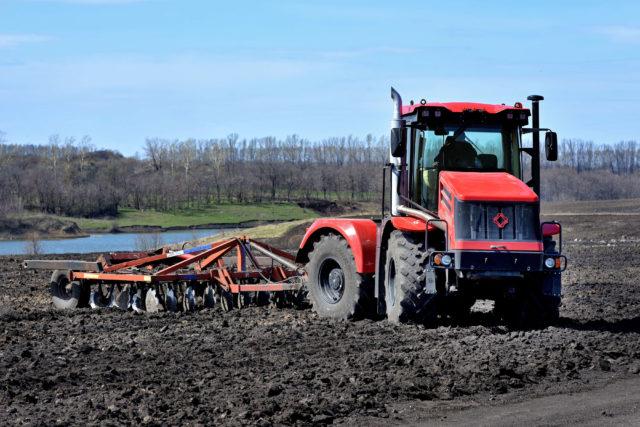 Особенности конструкции трактора К-525