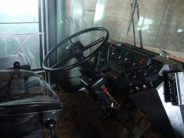 Кабина трактора, её оборудование и рабочее место механизатора