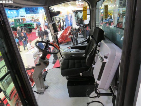 Комфортная кабина комбайна Нова-340